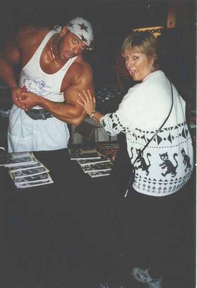 Geni Roark's hand used for proportional display on Manfred Hoeberl's